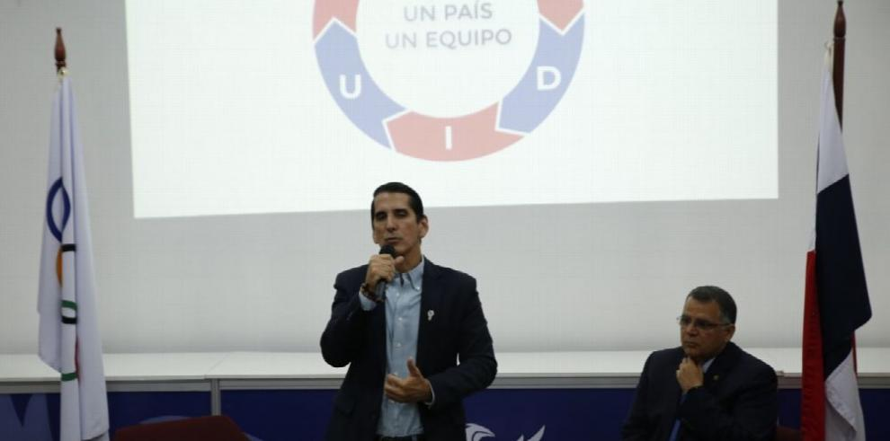 Candidatos Roux y Arango conversan con los atletas panameños