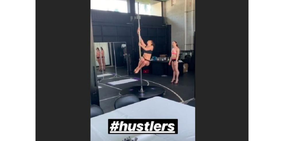Jennifer Lopez es una stripper muy sexy a sus 49 años