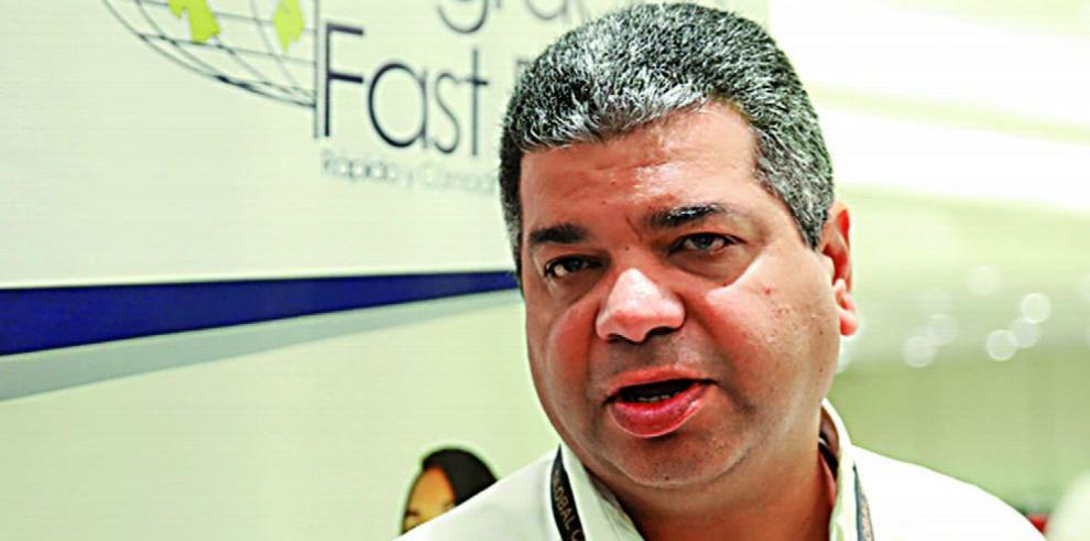 Carrillo se jubila de la Policía y deja Migración