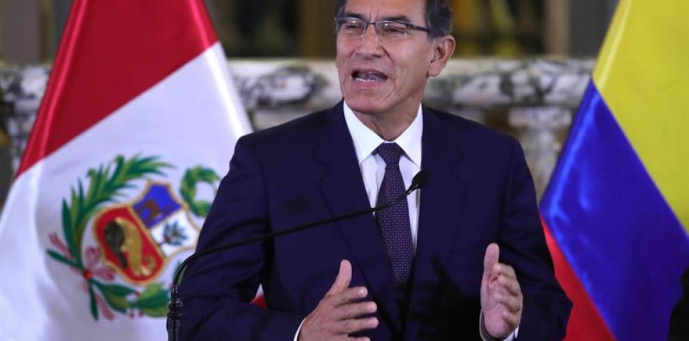 Presidente de Perú abre la puerta para disolución constitucional del Congreso