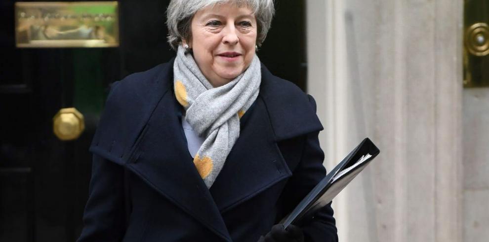 El Parlamento rechaza pacto de May con UE