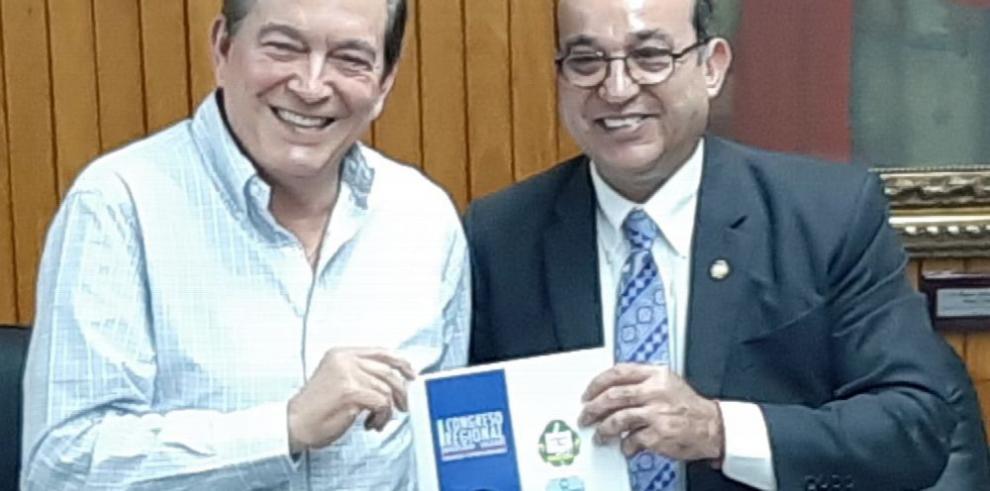 Cortizo recibe informe de la Universidad de Panamá