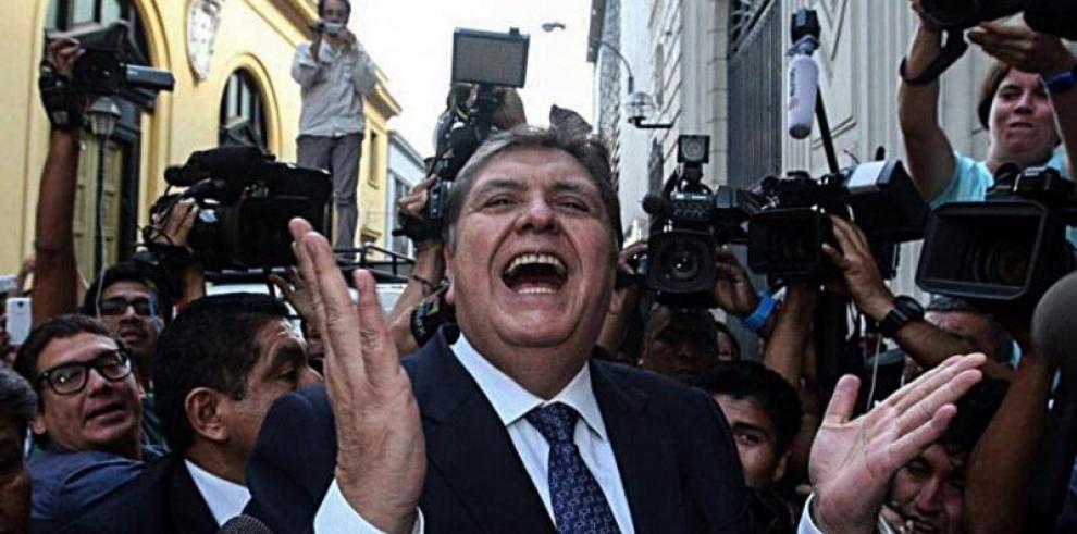 Féretro con restos de Alan García es trasladado a velatorio en Lima