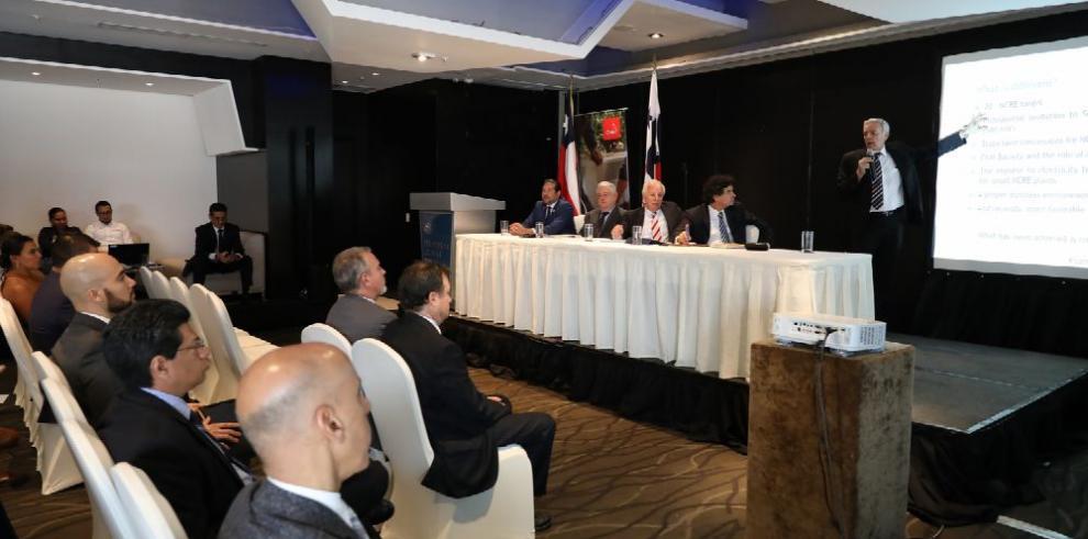 Chile y Panamá debaten sobre la energía renovable