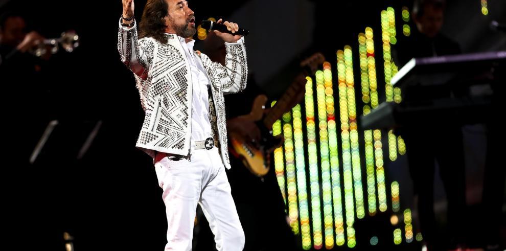 Los chilenos se rinden a los pies del cantautor mexicano Marco Antonio Solís
