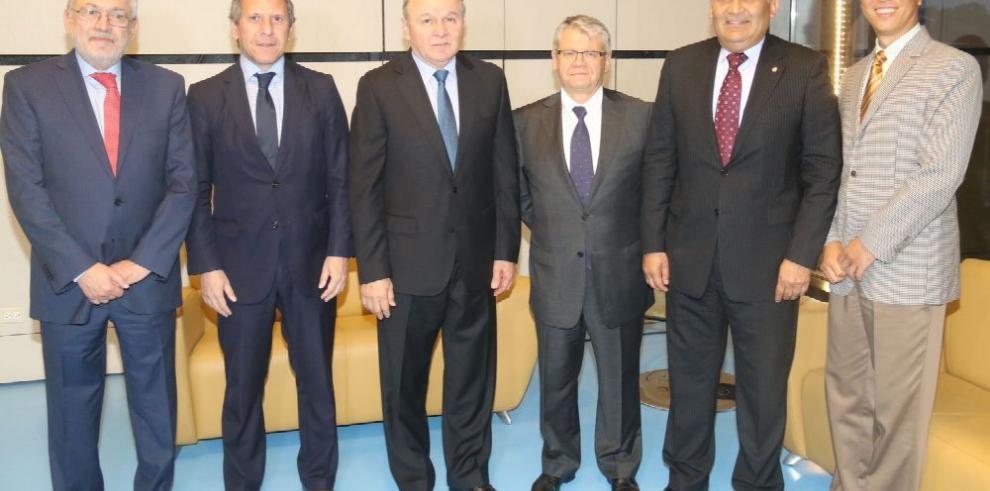 Embajadores se reúnen en el Parlatino