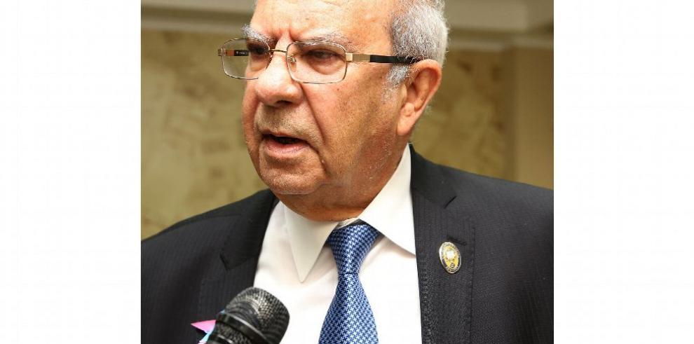 Piden llamar a juicio al exrector García de Paredes