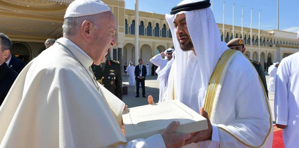 El papa dice que en EAU vio voluntad para poner en marcha procesos de paz