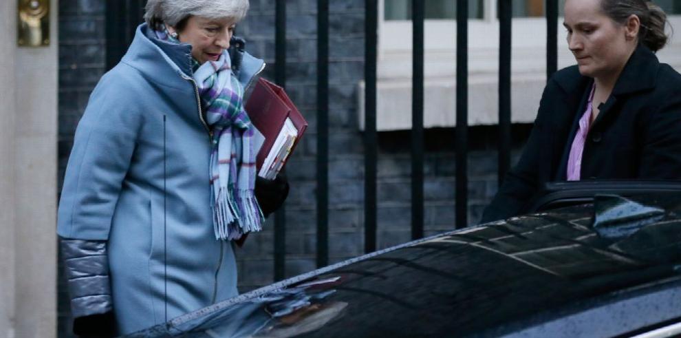 May busca alternativas a la salvaguarda irlandesa