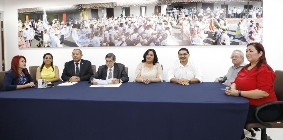 Saúl Méndez oficializa a Maribel Gordón como su compañera de fórmula