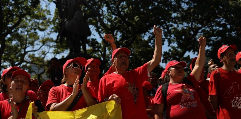 Chavismo advierte que está dispuesto a tomar fusiles para defender Venezuela