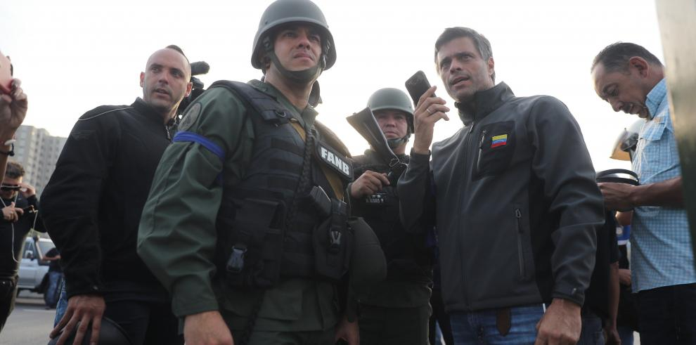 Guaidó anuncia que militares dieron