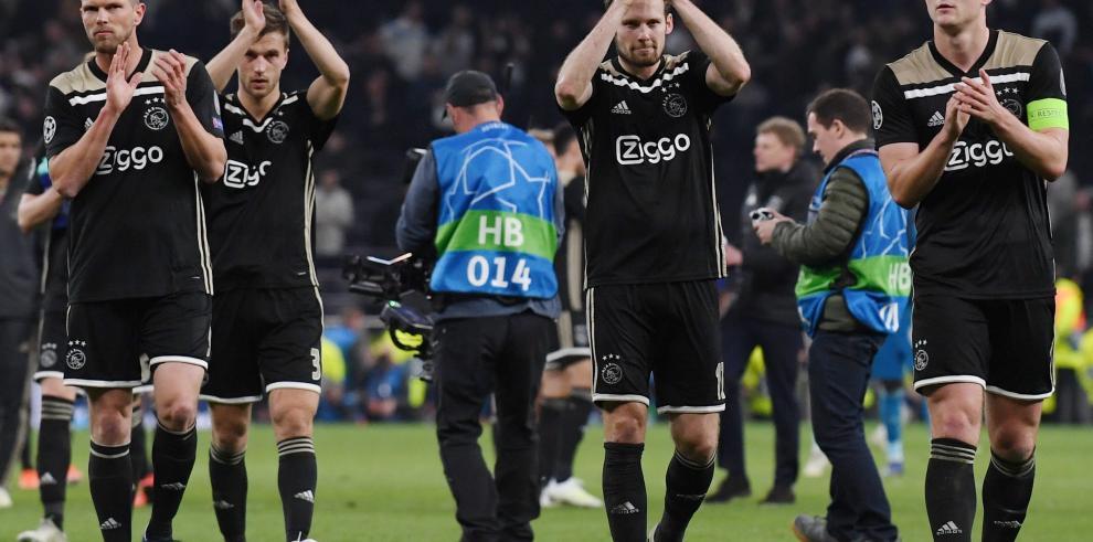 El Ajax desconecta al Tottenham