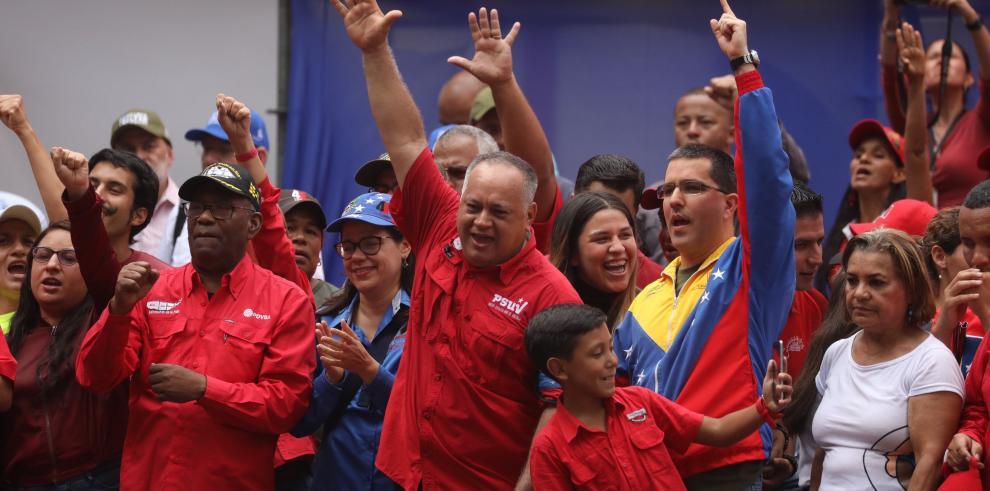 Cabello llama a chavistas al palacio presidencial para
