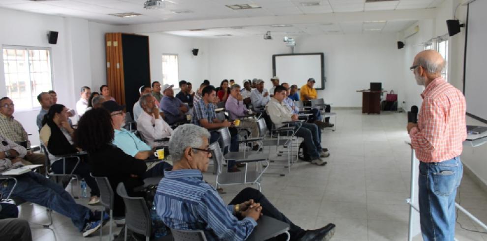 Investigadores científicos discuten sobre la ruta del arroz en Veraguas
