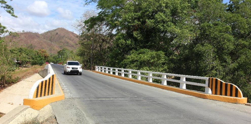 En fase final tres puentes de la rehabilitada carretera Cañas-Cacao, en Tonisí