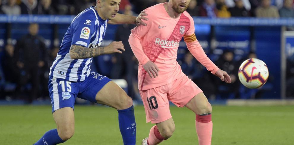 El Barcelona gana al Alavés y se queda a tres puntos de ser campeón de LaLiga