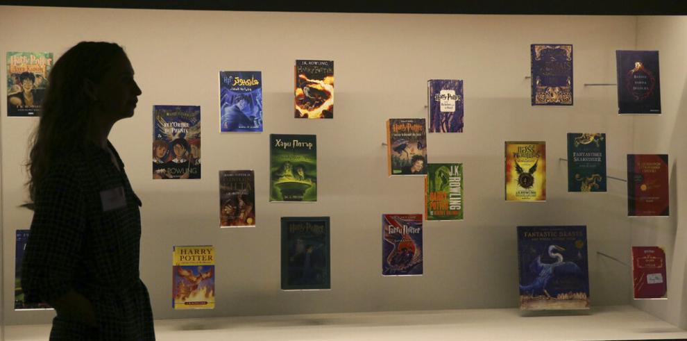"Católicos queman libros de ""Harry Potter"" en Polonia"