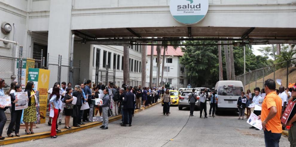 Funcionarios del Minsa protestan por ley antitabaco