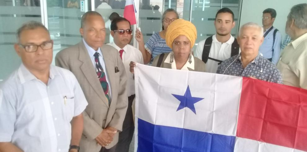 CNTP presenta denuncia contra Varela en la Asamblea