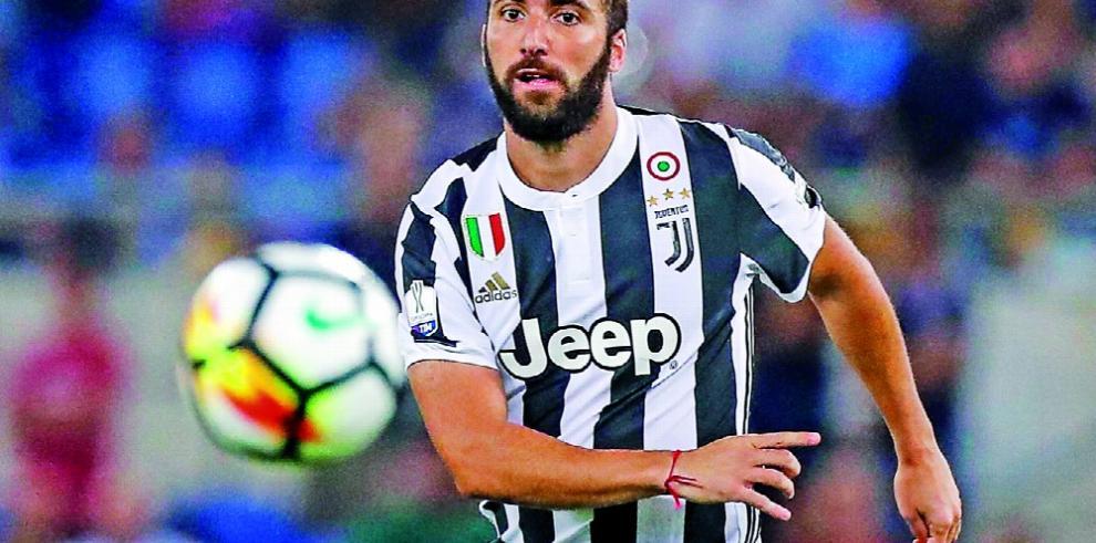 Higuaín llega a Juventus, pero ya no es el '9'