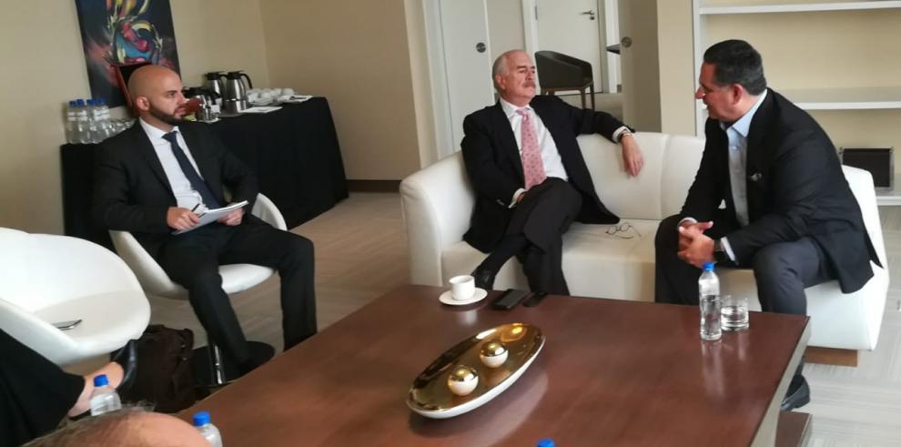 Ameglio se reúne con el expresidente colombiano Andrés Pastrana