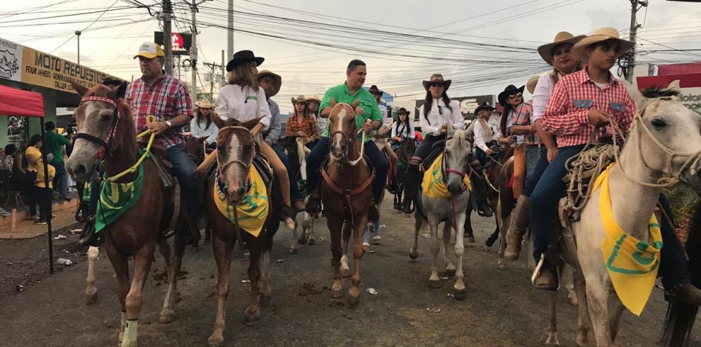 Candidato Marco Ameglio cierra cabalgata de San José de David
