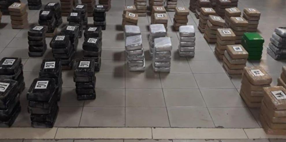 Incautan 319 paquetes de droga en Cuango, en la provincia de Colón