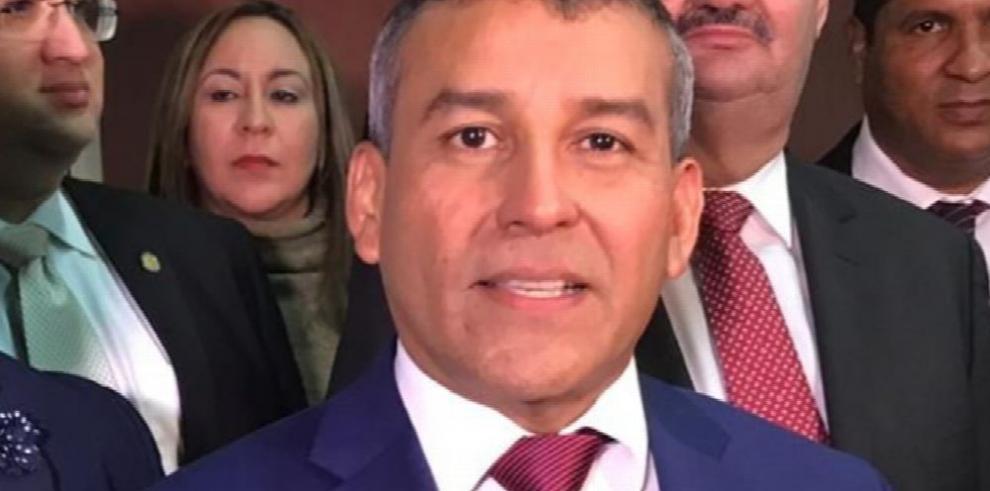 Fiscalía y defensa se enfrascan por validez de peritaje del cuarto testigo