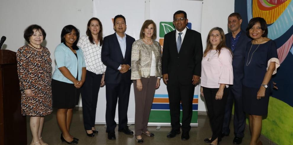 MiAmbiente entrega primer desembolso por $3 millones para proyectos ambientales