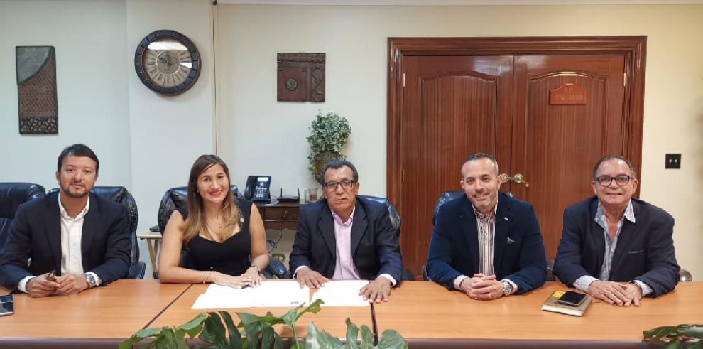 Oficiales de marina y Cámara Marítima firman convenio de cooperación