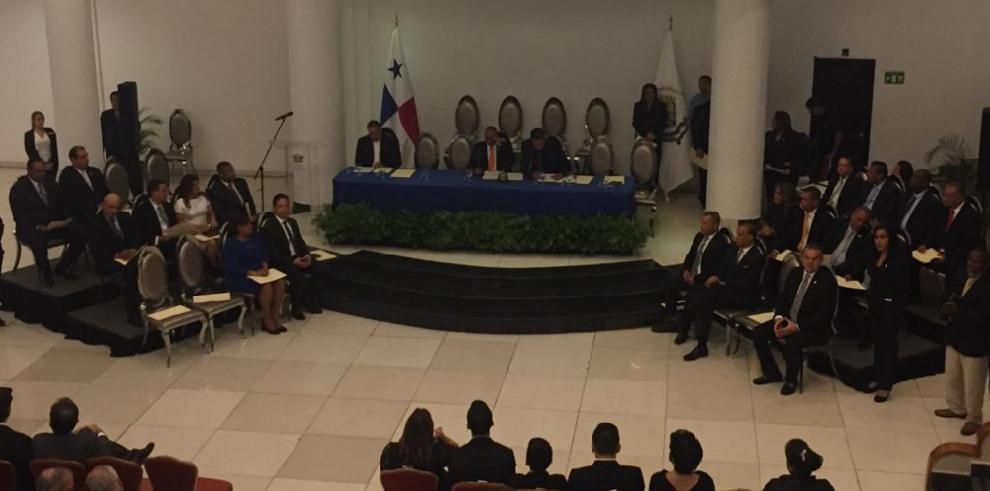 Juramentan a los concejales y al alcalde del distrito de Panamá