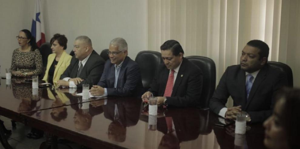 Blandón se reúne con la directiva del Colegio de Abogados