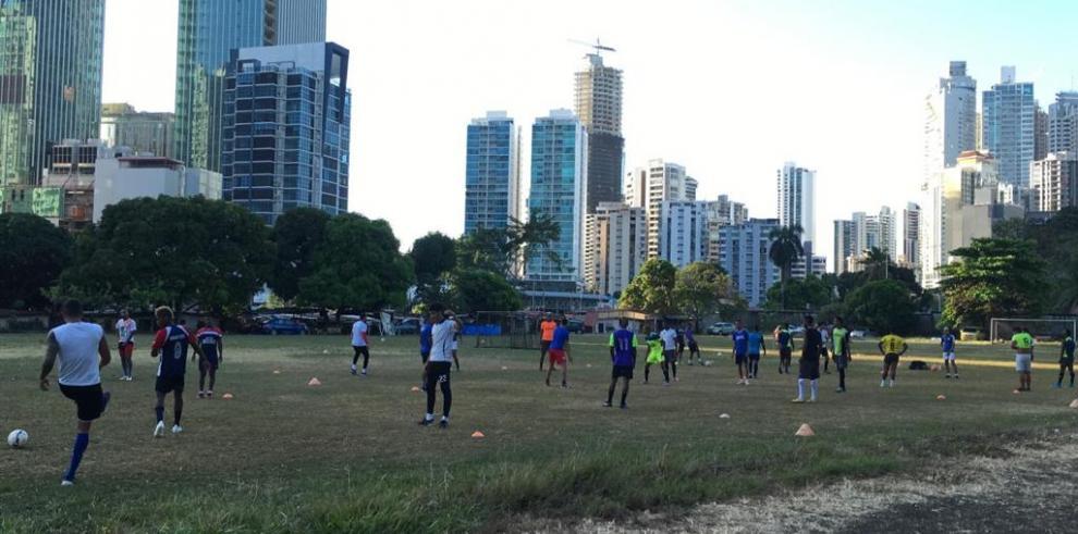 Jugadores de la LPFamenazan con un paro debido a impagos de los clubes