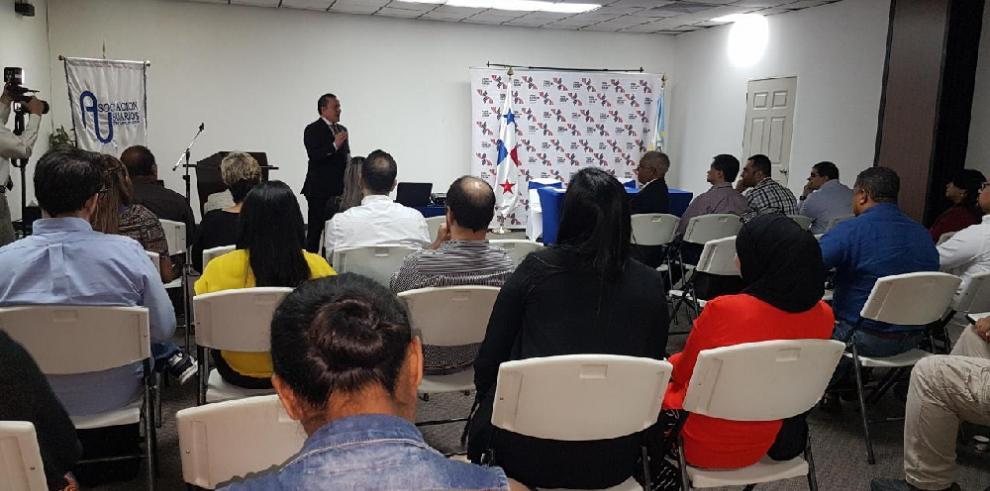 Grimaldo sustenta ante empresarios su gestión administrativa