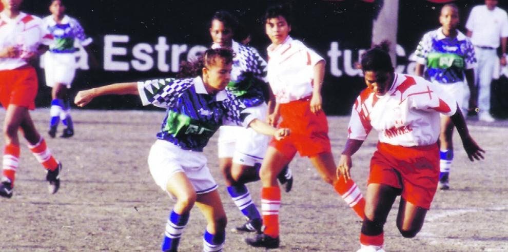 Pioneras que impulsaron el fútbol femenino canalero