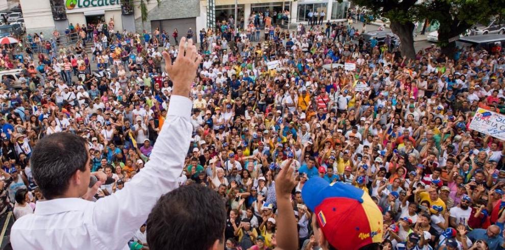 Delegado de Guaidó en EEUU dice nueva validez de pasaportes acaba