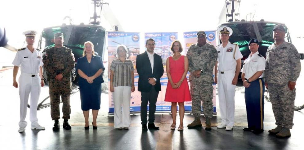 Estados Unidos entrega seis helicópteros a Panamá