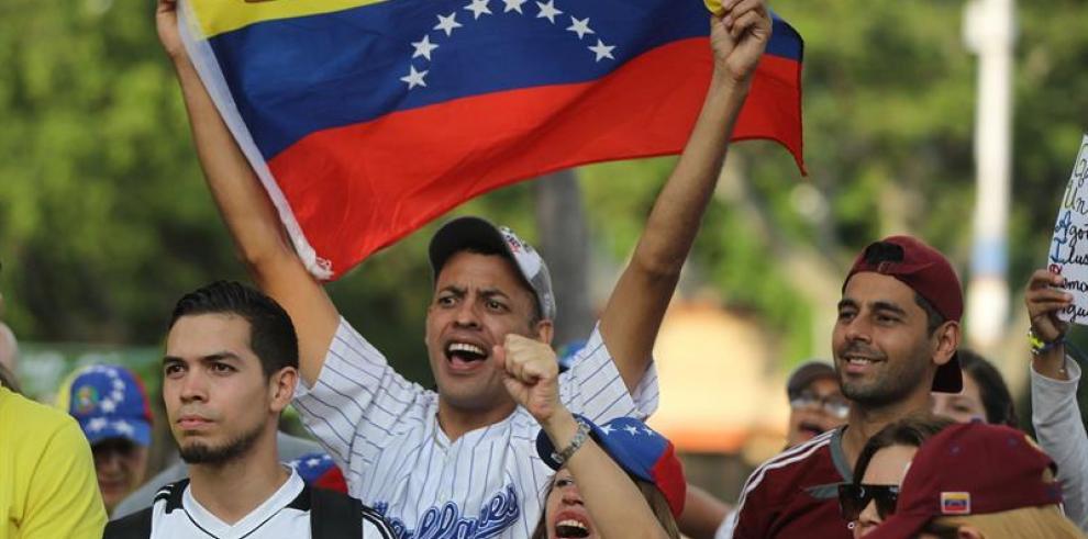 Guaidó agradece a Duque su apoyo y compromiso por oferta de ayuda humanitaria