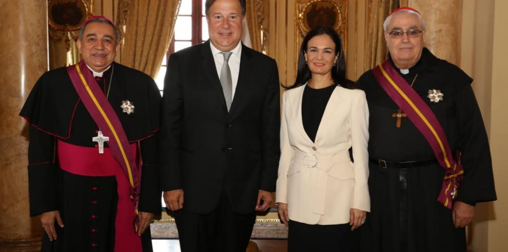 Cardenal Lacunza y monseñor Ulloa reciben la orden Vásco Núñez de Balboa