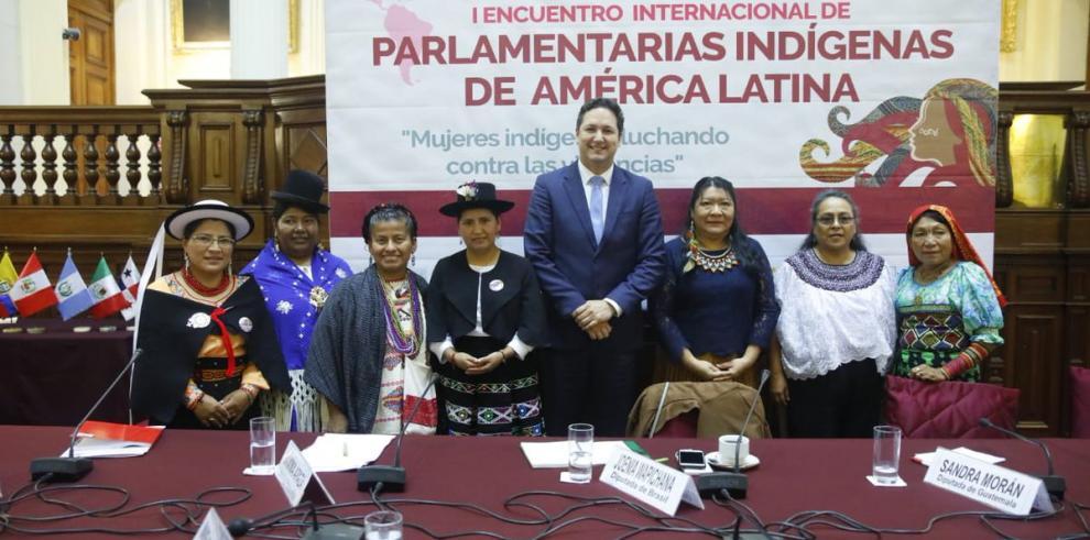 Parlamentarias indígenas de Latinoamérica debaten sobre violencia y derechos