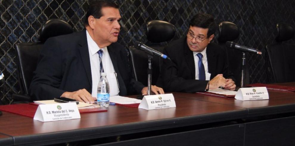La ratificación de Luis F. Tapia como magistrado, pende de un hilo