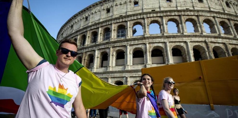 Cientos de homosexuales critican a Salvini y piden tolerancia en Italia