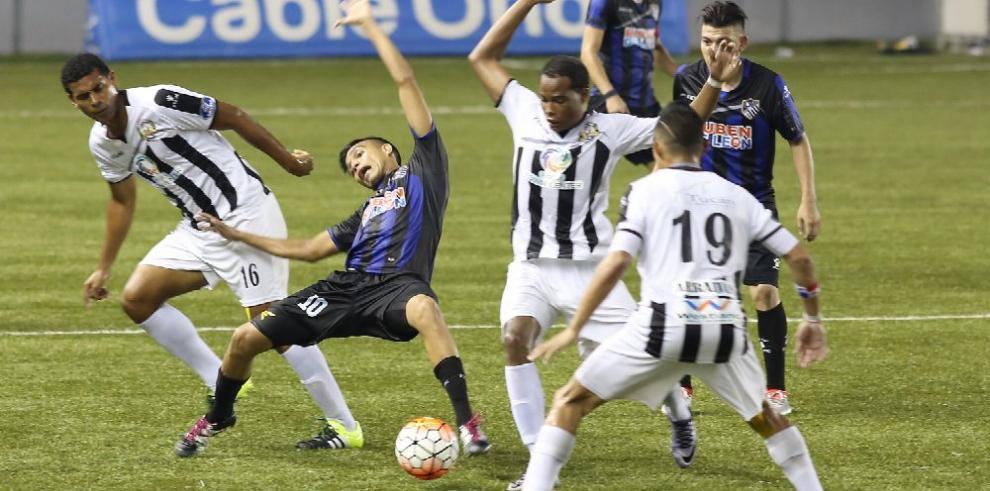 La Fepafut sancionó a dos equipos de la LNA