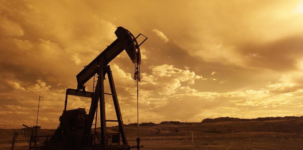 El precio del petróleo de Texas baja un 1,3 % hasta 54,56 dólares el barril