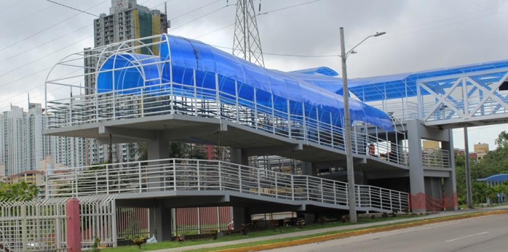 Construcción de puente peatonal de la UTP finaliza en Agosto