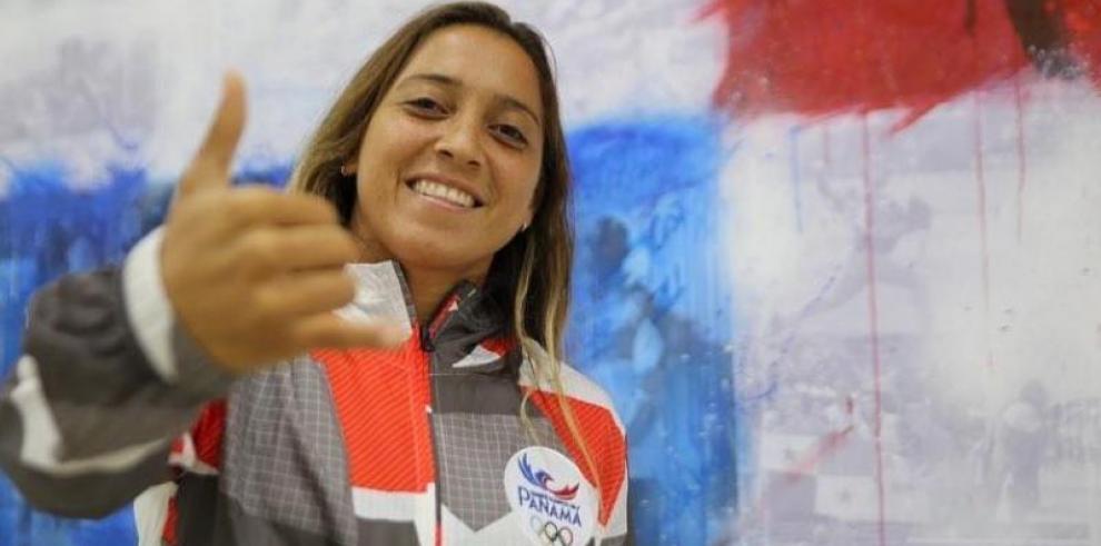 La surfista Samanta Alonso quiere deslizarse en su tabla hacia Tokio 2020