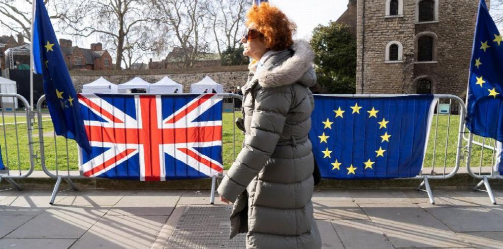 May continúa gira europea por pacto del 'brexit'