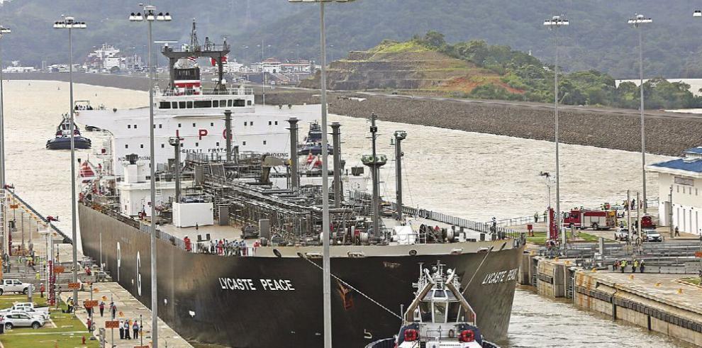 Canal de Panamá pospone ajuste de calado en esclusas