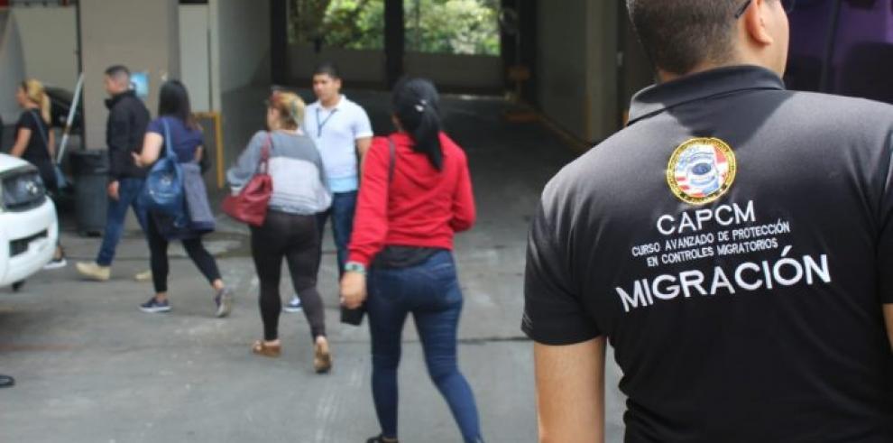 Migración retiene a 26 extranjeros por estadía vencida y sin permiso laboral